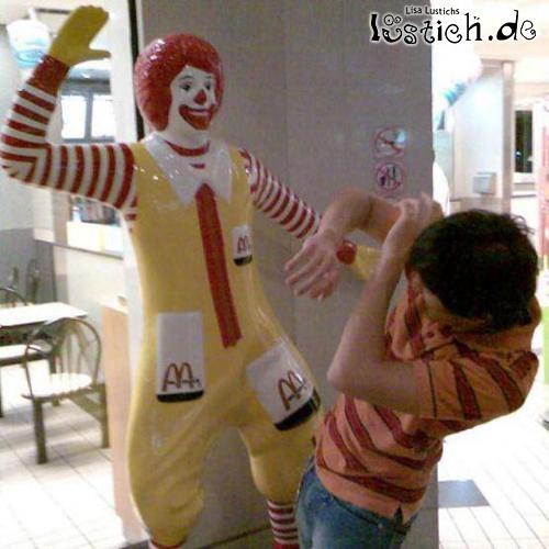 Ronald teilt aus