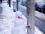 Telefonierender Schneemann
