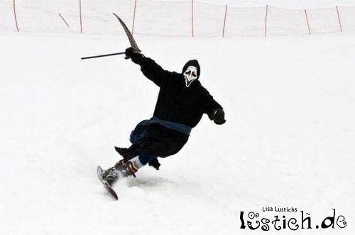 Sensemann fährt Snowboard